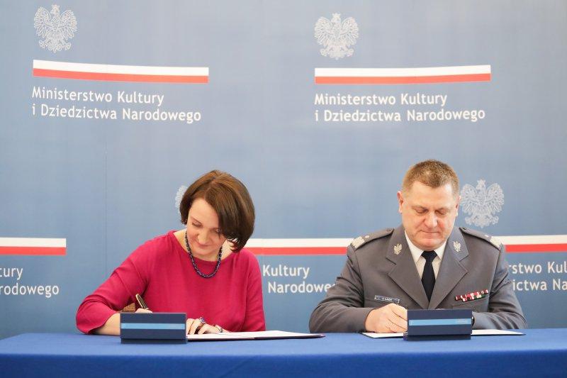 Podpisanie porozumienia ws. współdziałania w zakresie zapobiegania i zwalczania przestępczości skierowanej przeciwko zabytkom oraz innym dobrom kultury. autor zdjęcia Danuta Matloch