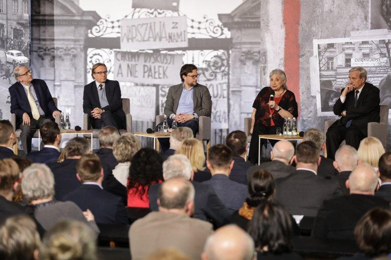 na zdjęciu Debata  poświęcona wydarzeniom z marca`68. autor zdjęcia: Danuta Matloch