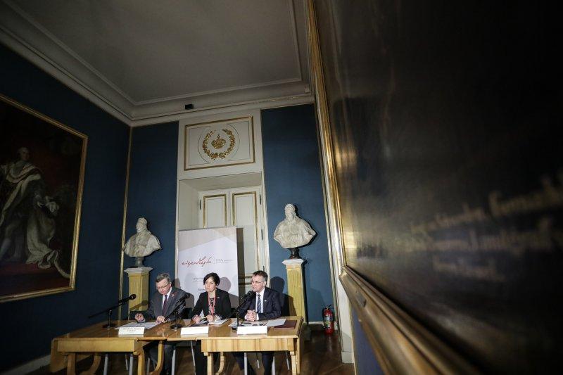 Na zdjęciu: konferencja dotycząca wystawy Znaki wolności