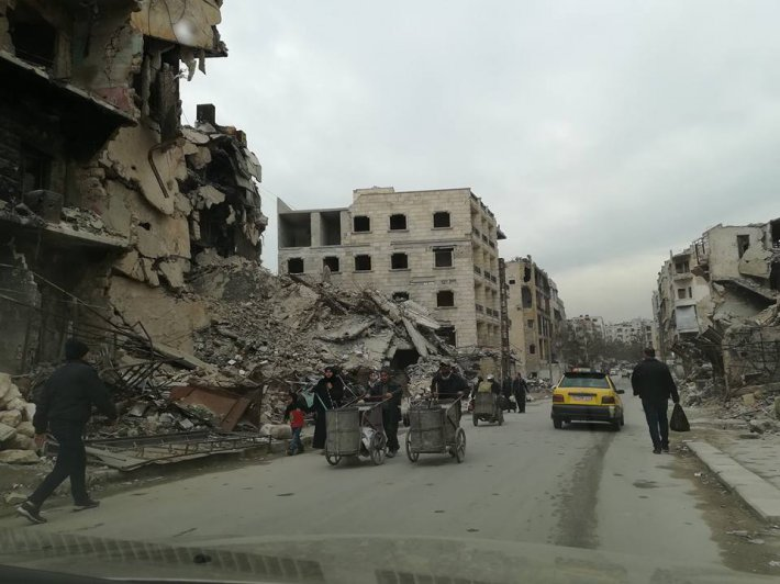 Na zdjęciu: Zrujnowane miasto