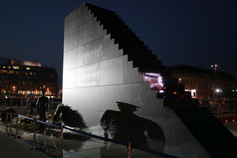 na zdjęciu odsłonięcie pomnika ofiar katastrofy smoleńskiej autor zdjęcia: Danuta Matloch
