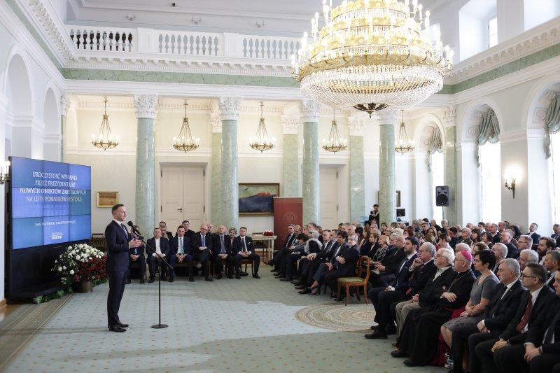Na zdjęciu: Uroczystość wpisania zabytków na listę Pomników Historii