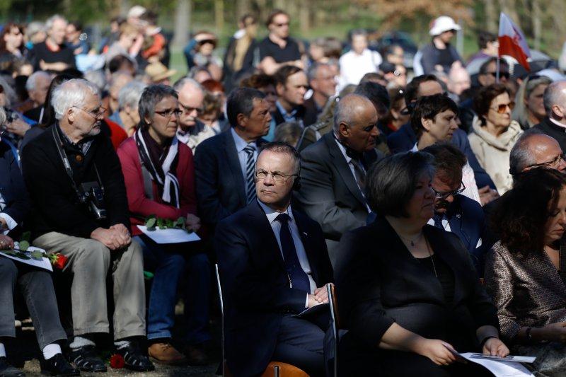 na zdjęciu Wizyta wiceministra Sellina w Niemczech - obchody wyzwolenia niemieckiego obozu Ravensbrück autor zdjęcia: Danuta Matloch