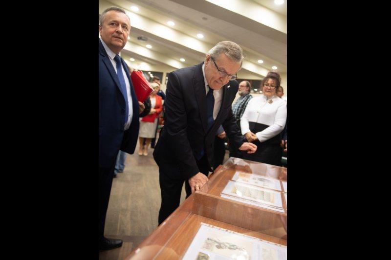 Minister Piotr Gliński na otwarciu wystawy w Łodzi - W drodze do niepodległości autor zdjęcia Grzegorz Michałowski/PAP