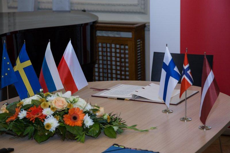 na zdjęciu Podpisanie umowy między rządami: Republiki Finlandii,  Republiki Łotewskiej,  Królestwa Norwegii,  Federacji Rosyjskiej,  Królestwa Szwecji oraz Rządem Rzeczypospolitej Polskiej w sprawie ustanowienia Sekretariatu Partnerstwa do spraw Kultury Wymiaru Północnego