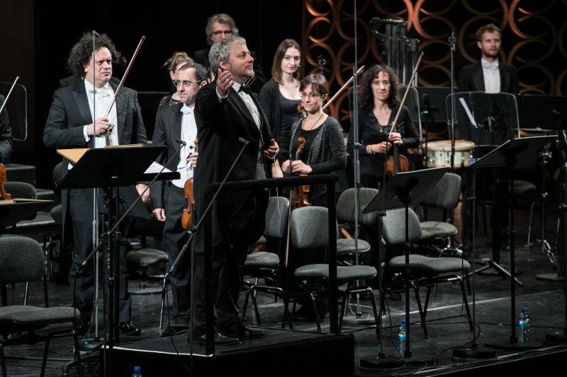 na zdjęciu dyrygemt Fabio Biondi