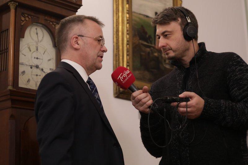 na zdjęciu minister Sellin udziela wywiadu