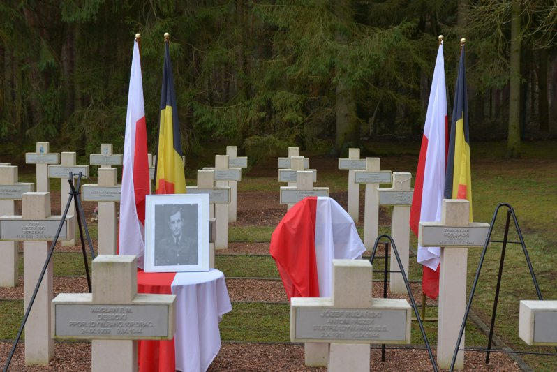 na zdjęciu cmentarz w Lommel