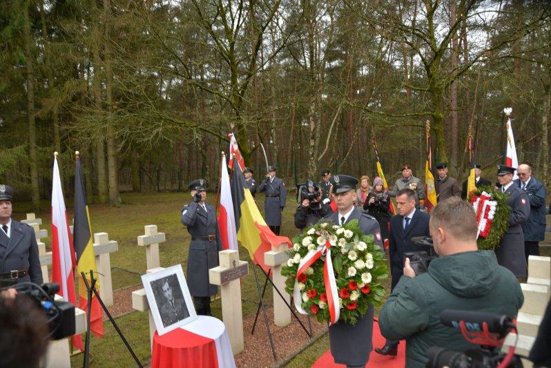 na zdjęciu zdjęcie porucznika Kirkilewicza i krzyż