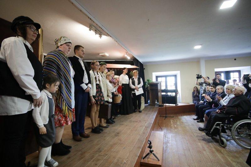 na zdjęciu występ grupy folklorystycznej