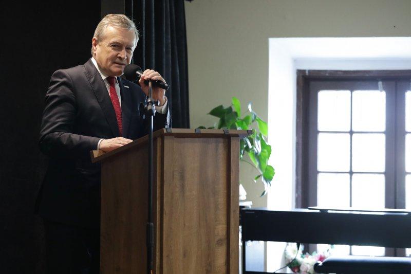 na zdjęciu premier Gliński