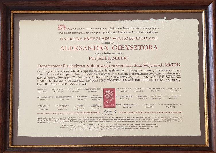 na zdjęciu dyplom dla DDZ