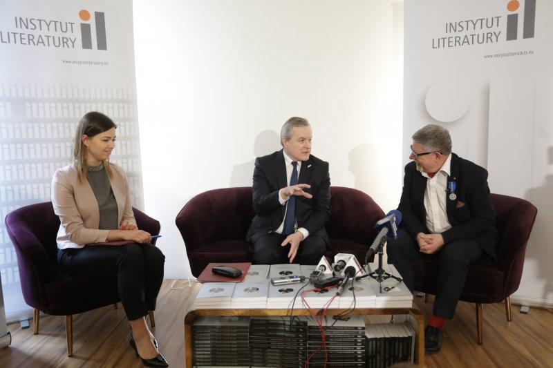 na zdjęciu wicepremier Gliński i dyrektor Ruszar