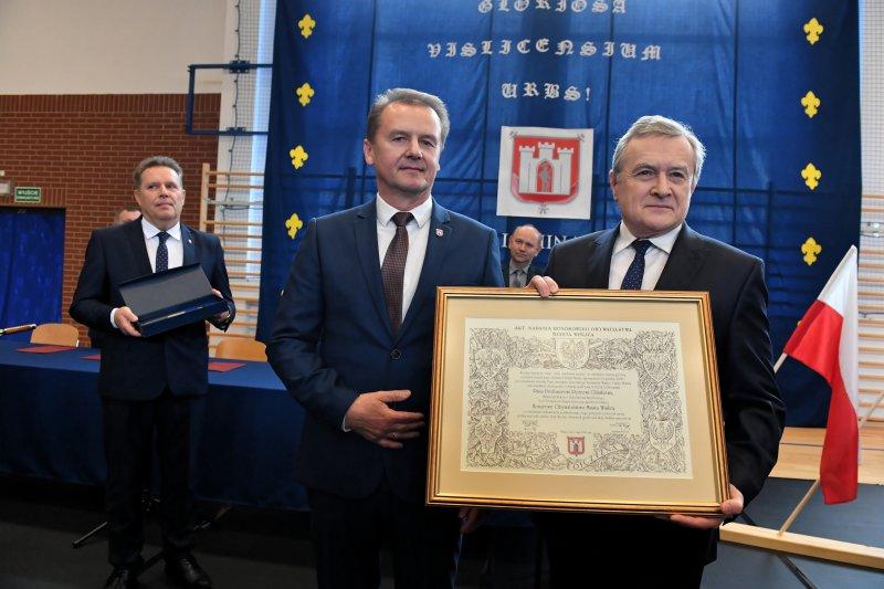 na zdjęciu minister Gliński