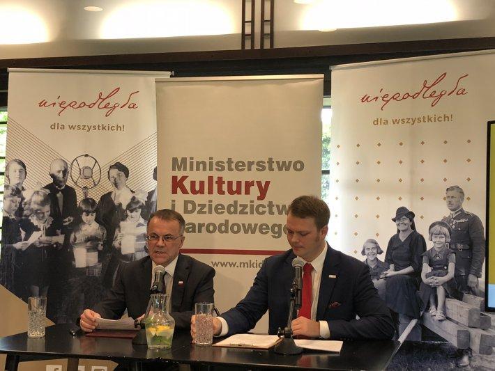 na zdjęciu wiceminister Sellin i dyrektor Kowalski