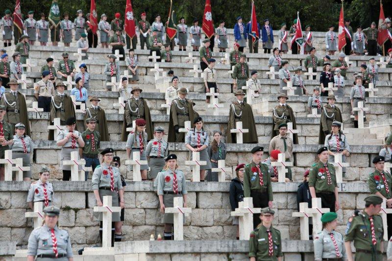 na zdjęciu krzyże upamiętniające poległych pod Monte Cassino