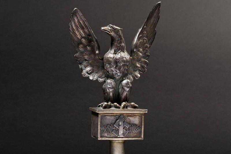 na zdjęciu głowica z orłem