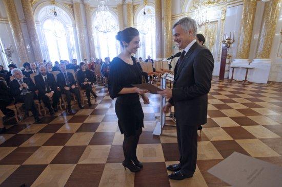 Sekretarz Stanu w MKiDN Piotr Żuchowski wręczył stypendia studentom uczelni artystycznych. Foto: Danuta Matloch