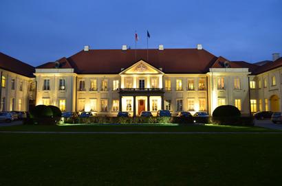 Na zdjęciu: Pałac Potockich w Warszawie - nocne zdjęcie siedziby MKiDN
