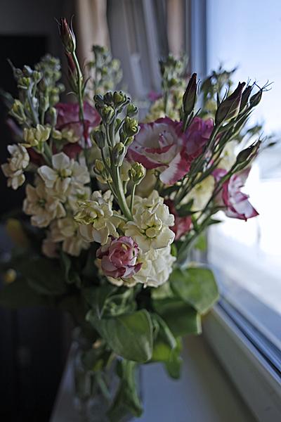Na zdjęciu: Kwiaty na Dzień Edukacji Narodowej