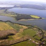 Jezioro Łuknajno na Mazurach. Widok z lotu ptaka (www.foto-turystyka.pl).
