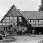 Bogatzewen, now Bogaczewo, distr. Giżycko, Poland. A house with arcades of Żuławy type (K. Brakoniecki, K. Nawrocki 1993, Fig. 76).